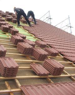 Gossau, Dachsanierung mit neuem Unterdach, Pavaroof-W und neuen Muldenziegeln.