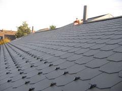 Greifensee, Dachsanierung mit zusätzlicher Isolation, Unterdach und neuer Eternit-Doppeldeckung mit gestutzten Ecken.